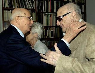 L'incontro del Presidente Giorgio Napolitano con l'ex Sindaco Maurizio Valenzi nella casa di via Manzoni.