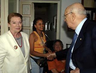 Il Presidente Giorgio Napolitano e la moglie Clio con i familiari di Maurizio Valenzi.