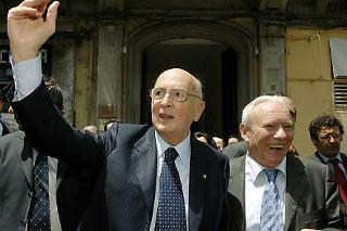 Il Presidente Giorgio Napolitano con Andrea Geremicca, all'uscita dalla sede del Centro Studi Mediterraneo Europa