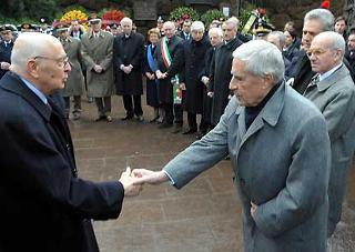 Il Presidente Giorgio Napolitano all'arrivo alle Fosse Ardeatine, nel 64°anniversario dell'eccidio.