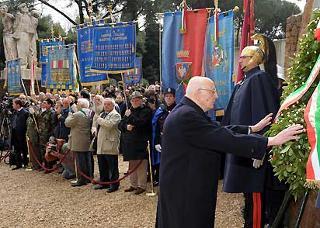 Il Presidente Giorgio Napolitano rende omaggio alle vittime dell'eccidio delle Fosse Ardeatine.