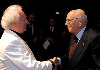 Il Presidente Giorgio Napolitano con il Maestro Norbert Balatsch, al termine del concerto per la celebrazione del 60° anniversario di Finmeccanica.