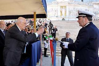 Il Presidente Giorgio Napolitano consegna la Medaglia d'Oro al Merito Civile al Gonfalone del Comune di Pianoro nella ricorrenza del 63° anniversario della Liberazione