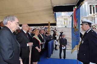 Il Presidente Giorgio Napolitano durante la consegna della Medaglia d'Oro al Merito Civile al Gonfalone del Comune di Pianoro nella ricorrenza del 63° anniversario della Liberazione