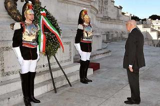 Il Presidente Giorgio Napolitano, durante la deposizione di una corona d'alloro, in occasione del 63° anniversario della Liberazione
