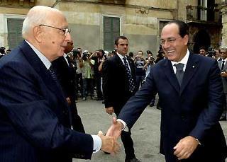 Il Presidente Giorgio Napolitano, salutato dal Ministro delle Politiche Agricole e Forestali Paolo De Castro, al suo arrivo in città.