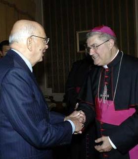 Il Presidente Giorgio Napolitano con l'Arcivescovo Metropolita Cosmo Francesco Ruppi, in occasione dell'incontro in Prefettura.