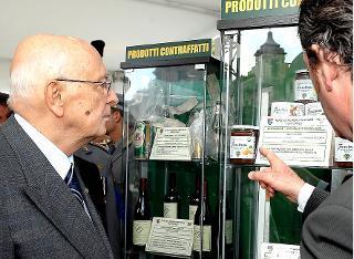 """Il Presidente Giorgio Napolitano durante la visita ai padiglioni espositivi del """"Villaggio Natura"""""""