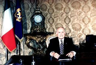 Il Presidente Oscar Luigi Scalfaro nel suo studio al Quirinale