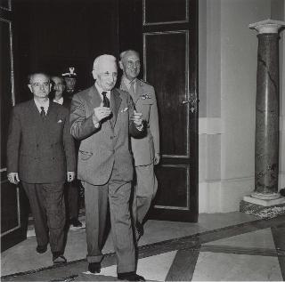 Il Capo Provvisorio dello Stato Enrico De Nicola si reca a Montecitorio