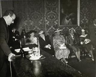 Il Presidente della Repubblica Luigi Einaudi e la signora Ida Einaudi all'Accademia di San Luca in occasione del Premio nazionale per la pittura