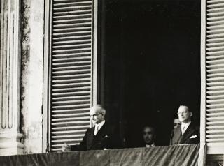 Cerimonia di giuramento e insediamento del Presidente della Repubblica Luigi Einaudi