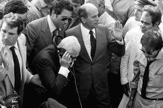 Il Presidente della Repubblica Sandro Pertini accanto al pozzo nel quale era caduto Alfredino Rampi