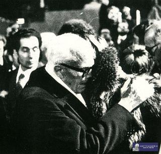 Il Presidente della Repubblica Sandro Pertini durante i funerali del magistrato Emilio Alessandrini assassinato durante gli anni di piombo da un commando del gruppo terroristico Prima Linea