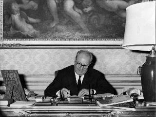 Il Presidente della Repubblica Giuseppe Saragat nel suo studio