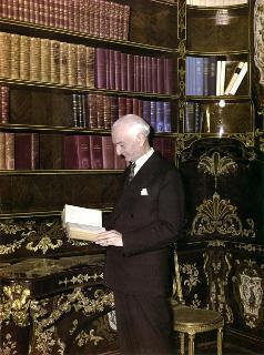 Il Presidente della Repubblica Antonio Segni nella biblioteca
